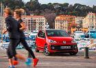Giganci myślą o wycofaniu z produkcji swoich małych i tanich aut. Przez normy emisji i zaawansowane systemy