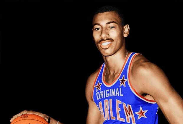 Jeden z najwybitniejszych koszykarzy w historii, Wilt Chamberlain. Znany m.in. ze swojego niedoścignionego rekordu - 100 pkt zdobytych w jednym meczu