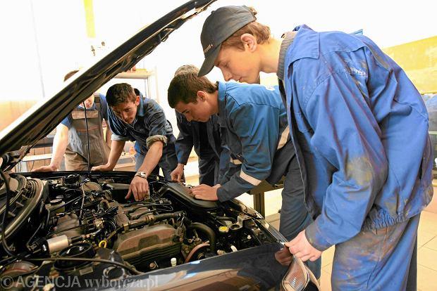 Pracodawcy upominają się o wykształconych optyków, techników urządzeń dźwigowych i m.in. mechaników mechanicznych w szkole zawodowej w Opatowie