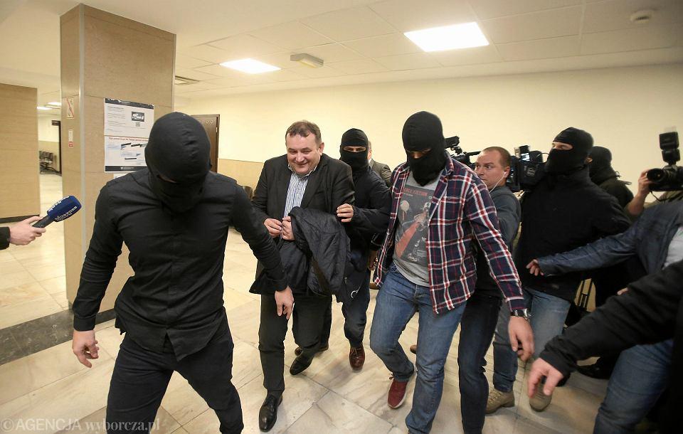 Stanisław Gawłowski po wyjściu z sali rozpraw, w której odbywało się posiedzenia aresztowe w jego sprawie