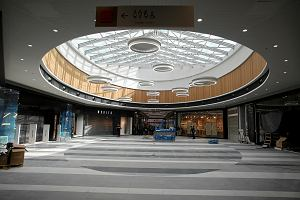 Zakaz handlu w niedzielę boleśnie uderzył w centra handlowe. W marcu odwiedziło je mniej osób