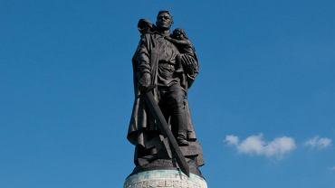 Wzniesiony w 1949 r. w berlińskim Treptower Parku, największy poza Rosją pomnik ku czci żołnierzy Armii Czerwonej poległych w czasie II?wojny światowej.