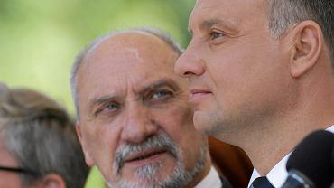 Prezydent Andrzej Duda i minister obrony narodowej Antoni Macierewicz podczas Święta Wojska Polskiego w Warszawie