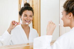 Wybielanie zębów w domu - co warto wiedzieć?