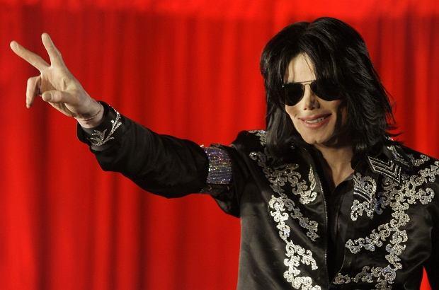 Michael Jackson w 2005 roku został oczyszczony z zarzutów molestowania kilku młodych chłopców, ktorych gościł w swojej słynnej rezydencji Neverland. Teraz do sieci trafiły szokujące dokumenty z tego śledztwa, które przedstawiają wokalistę w bardzo złym świetle.
