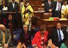 """Okupacja w Kongresie USA. Wyłączono mikrofony, opozycja siadła na podłodze. """"Nie ruszymy się!"""""""