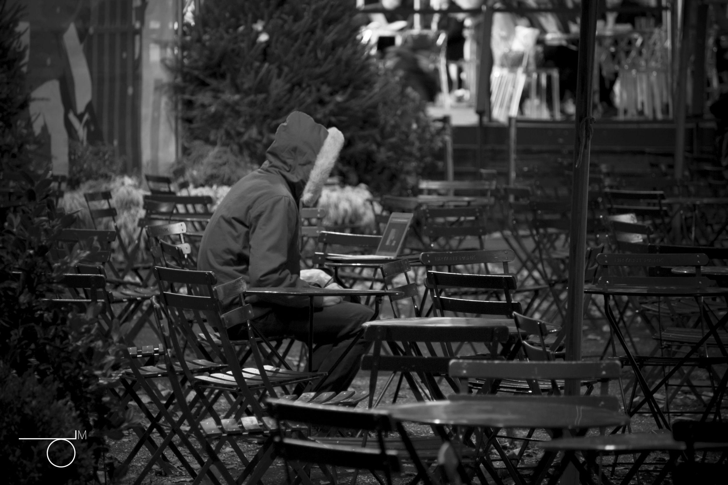 Uzależniony gracz popadając w nałóg izoluje się od bliskich, niszczy relacje w rodzinie i często marnuje swoje szanse na normalne życie (fot. Derek Mindler / Flickr.com / bit.ly/1O7jyse / CC BY SA-2.0)