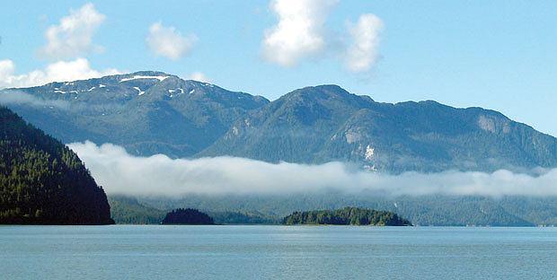 Podróże: na skraju raju czyli Kolumbia Brytyjska, ameryka północna, podróże, Pacyfik wdziera się nawet na kilkaset kilometrów w głąb lądu, tworząc malownicze fiordy.