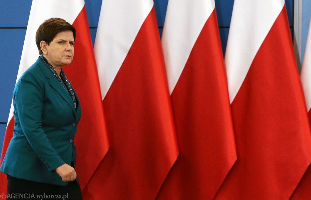 Premier Beata Szydło podczas konferencji po posiedzeniu rządu PiS. Warszawa, 19 września 2017