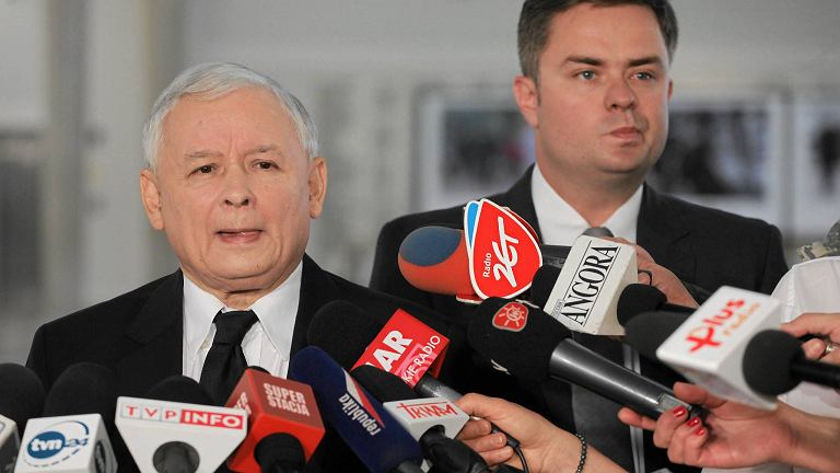 Jarosław Kaczyński i Adam Hofman podczas briefingu w Sejmie