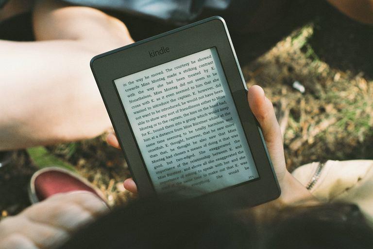 Planujesz zakup czytnika e-booków? Zobacz najlepsze oferty