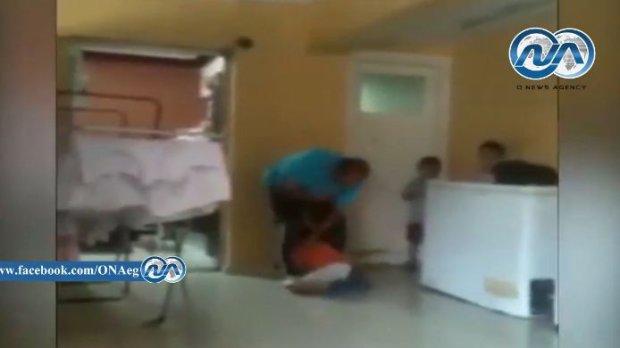 Egipt: szokuj�ce nagranie, mened�er sieroci�ca katowa� dzieci