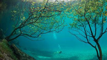 Niezwykły krajobraz w jeziorze powstaje po roztopach