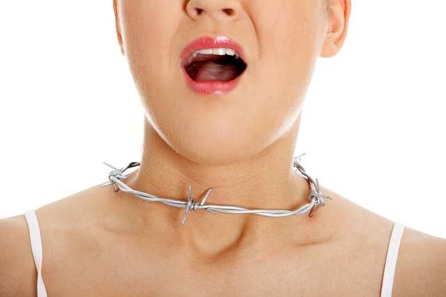 Zmieniony głos, trudności z jego wydobywaniem, wrażenie osłabienia... Chrypka, nawet, gdy nie towarzyszą jej żadne inne objawy chorobowe, wymaga wyjaśnienia
