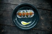 Kisir tartar: bulgur, wo�owina, rzodkiew, marynowany kalafior