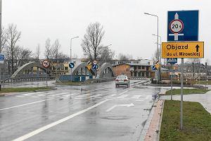 Przez most na ul. Legion�w b�dzie mo�na jecha� nie szybciej ni� 10 km na godz.