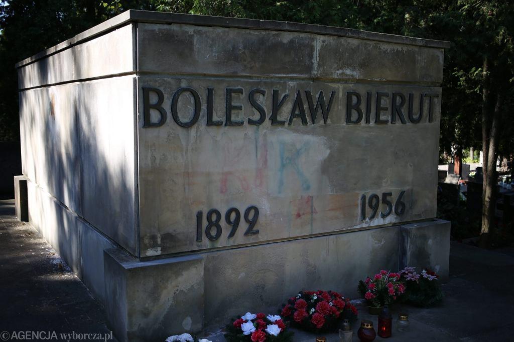 Grób Bolesława Bieruta na Powązkach Wojskowych