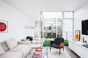 Wnętrza: przeszklony apartament w Kalifornii