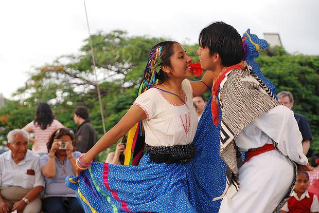 Oaxaca, Meksyk. Para tańcząca jarabe / fot. Oaxaca Profundo/CC/Wikipedia.com