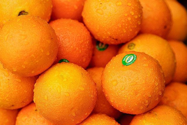 Po czym poznać najlepsze pomarańcze? Wskazówkę masz jak na dłoni