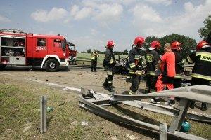 Karambol na A4. Dwie osoby nie żyją, pięć jest rannych