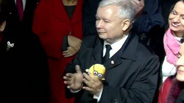 Jarosław Kaczyński z Minionkiem