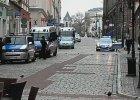 Demonstracje w Poznaniu: muzułmanie przeciw terrorystom, narodowcy przeciw imigrantom [ZAPIS RELACJI NA ŻYWO]