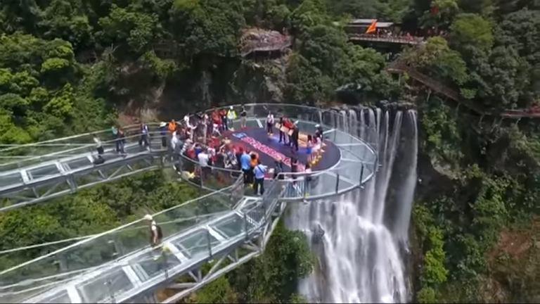 Szklany punkt widokowy został otwarty w Chinach pod koniec czerwca