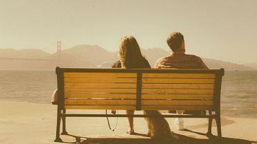 Co sprawia, że niektóre pary wiele lat po tym, jak zaangażowanie zastąpiło namiętność, wciąż potrafią cieszyć się swoim towarzystwem?