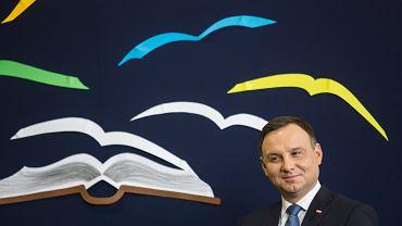 Prezydent Duda czyta dzieciom