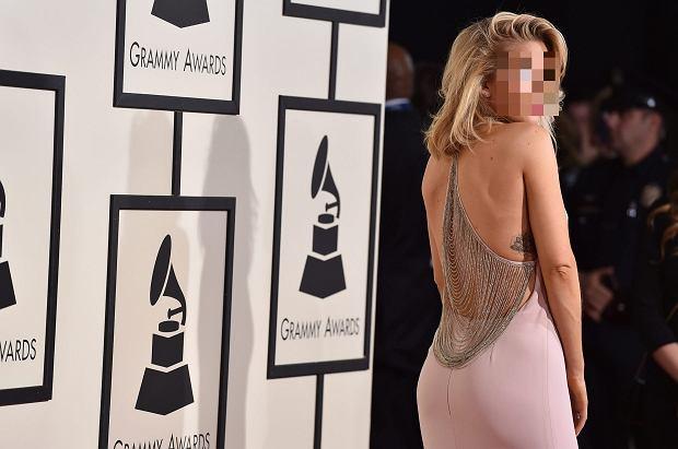 GRAMMY 2016. Ellie Goulding błyszczała na czerwonym dywanie i scenie. Uwagę przyciągają jednak nowe (większe) usta piosenkarki.