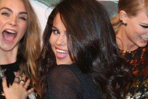 """""""Ups! Spod tej sukienki wida� wszystko"""". Przypadek? Nie ma mowy. Selena wiedzia�a, co robi"""
