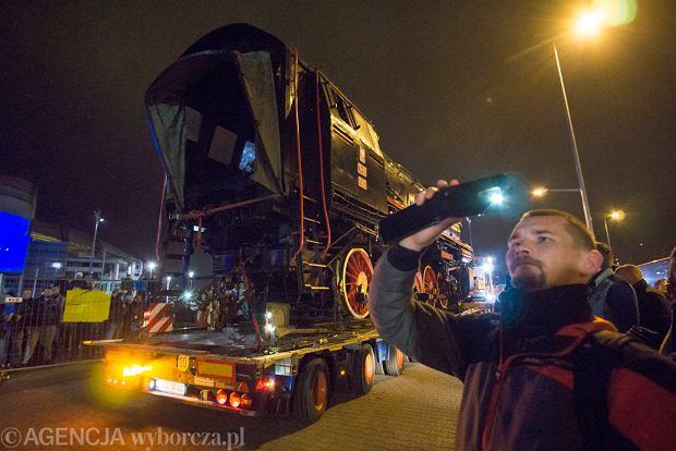 Zdjęcie numer 2 w galerii - Lech Poznań ma już swoją lokomotywę. Parowóz stanął przed stadionem przy Bułgarskiej
