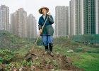 """Jedno miasto, 30 milionów ludzi i... mało kto o tym słyszał. Przerażające """"chińskie Detroit"""" odkrywa dla świata fotograf o polskich korzeniach"""