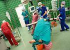 Kawa�ek biodra chirurdzy wszczepi� w twarz Gabrysi [GALERIA ZDJ��]