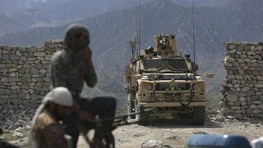 Amerykanie i żołnierze afgańscy w Asad Khil na zachód od Kabulu