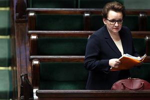 Minister Zalewska widzi wszystko oddzielnie i wysadza system. Bierzemy pod lupę podstawy programowe