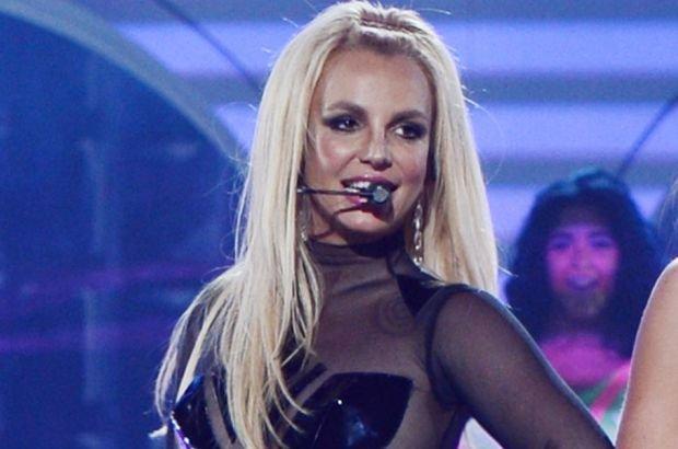"""Britney Spears od lat wysłuchuje kolejnych oskarżeń dotyczących wykorzystywania playbacku podczas jej występów. Tym razem swoim wykonaniem znanej wszystkim przyśpiewki """"Happy Birthday"""" zamknęła usta krytykom jej talentu!"""