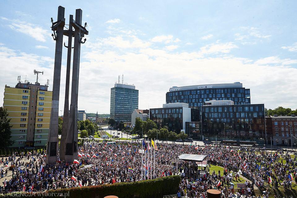 22.07.2017 Gdansk , Plac Solidarności . Manifestacja ' 3X NIE ' przeciwko zmianom w sądownictwie wprowadzanym przez Prawo i Sprawiedliwość .