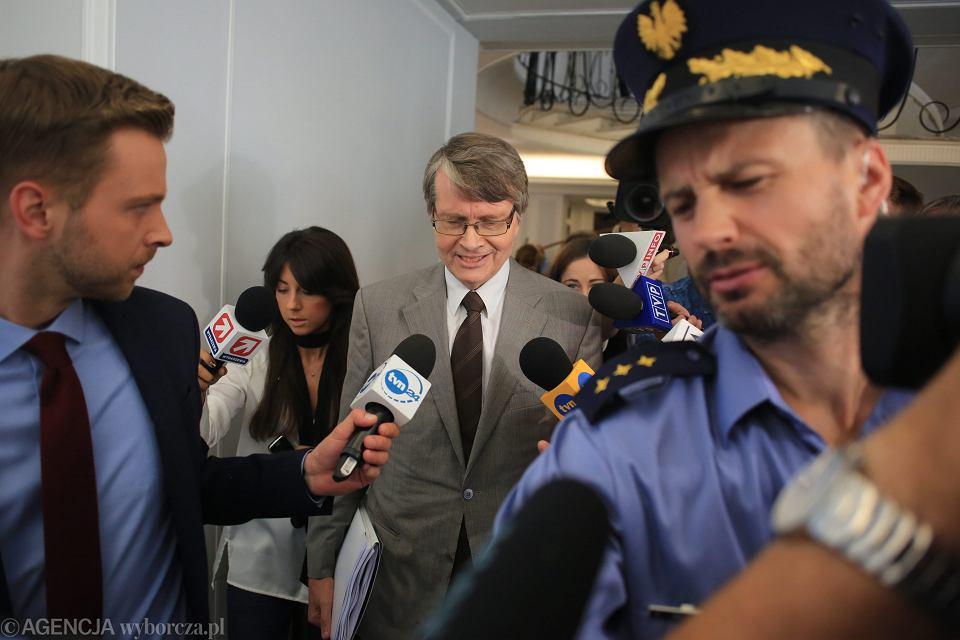 12 września 2016. Wiceprzewodniczący Komisji Weneckiej Kaarlo Tuorii podczas wizyty w polskim senacie.