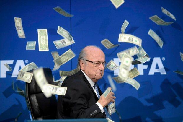 Skandal na konferencji FIFA. Blatter potwierdza odej�cie