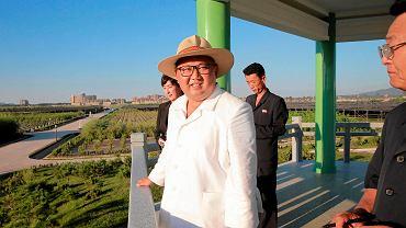 Przywódca Korei Północnej Kim Dzong Un odwiedza szkółkę drzew w prowincji Kangwon w Korei Północnej