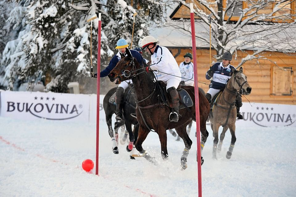 Emocje, akcja i porywające piękno Polo na śniegu skupiają uwagę wyrafinowej publiczności od St. Moritz, przez Aspen i Megeve do Bukowiny Tatrzańskiej