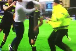 Everton - Chelsea. Pedro po strzeleniu bramki zaskoczył... stewarda [WIDEO]