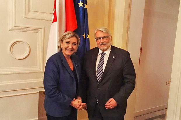 Gdy francuski rząd, namawiając europejskich kolegów do ukarania Warszawy, napotka opór, zacznie wykładać na stół: caracale, pogardliwe '4 procent poparcia' pod adresem Hollande'a - i zdjęcie Waszczykowskiego z Le Pen