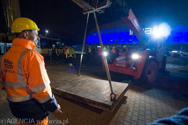 Zdjęcie numer 1 w galerii - Lech Poznań ma już swoją lokomotywę. Parowóz stanął przed stadionem przy Bułgarskiej