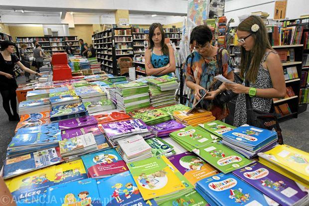 Około 300 zł kosztuje komplet podręczników dla ucznia podstawówki