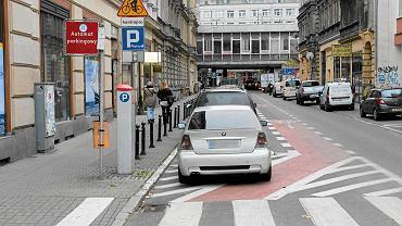 Nielegalne parkowanie na ul. Kantaka.