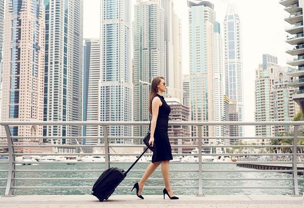 2b77f68ce6382 Podróżuj stylowo z walizką łączącą wygodę i elegancję