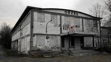 Zrujnowane obiekty klubu sportowego Orzeł przy Podskarbińskiej